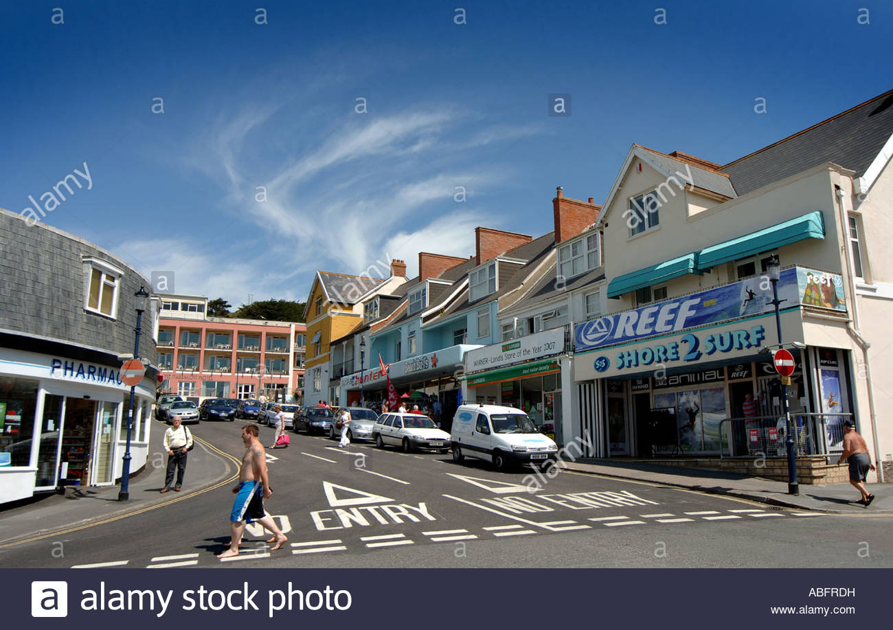 shops-in-the-town-centre-of-woolacombe-bay-north-devon-uk-ABFRDH.jpg